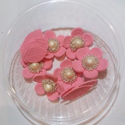 Украшение Цветок с жемчужиной розовый Украса